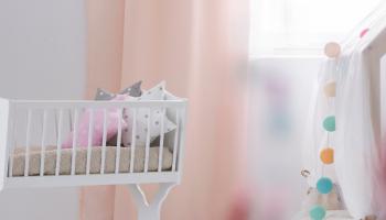 Где лучше поставить детскую кроватку?